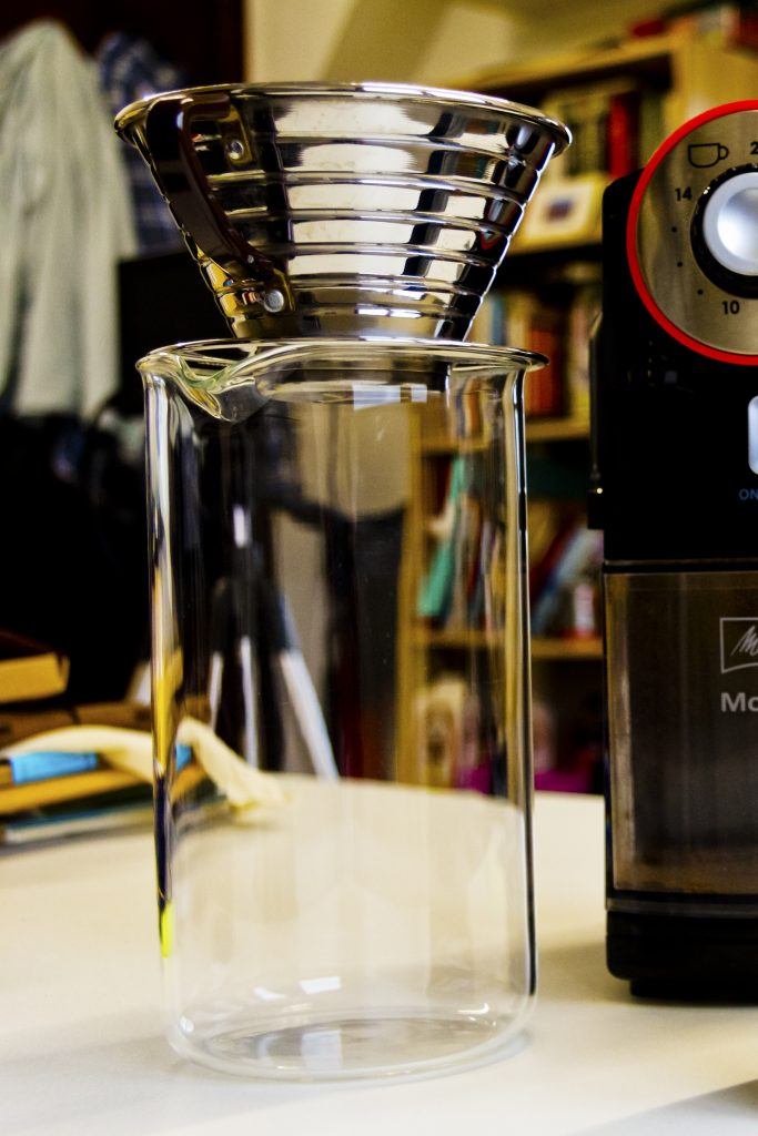 Kalita Wave 185 and beaker with Melitta Molino grinder